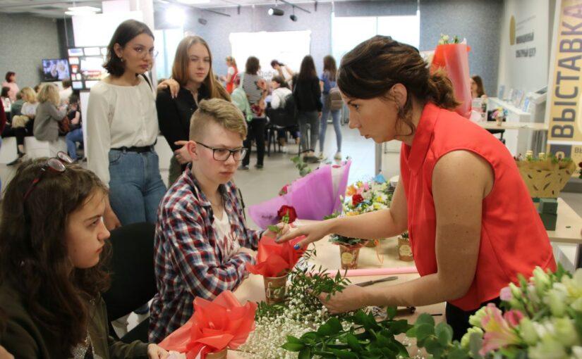 В нашей группе по «ВКонтакте» проходит голосование в рамках Дня красоты и гостеприимства
